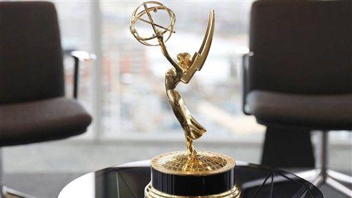 艾美獎,奧斯卡,主持人從缺,開場表演,福斯娛樂