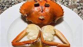 吃螃蟹吃到變這樣!網友曝超狂傑作(圖/翻攝自爆廢公社)