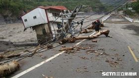 2009年莫拉克風災(八八水災、八八風災)災情慘重,圖為六龜鄉災區畫面。當地多處發生山崩、土石流、淹水災情。(圖/記者陳淳毅攝影)