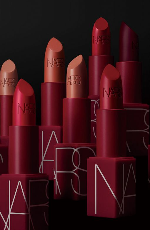 百貨公司秋季化妝品節。