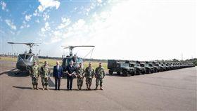 巴拉圭總統阿布鐸,公布台灣捐贈直升機悍馬車,臉書