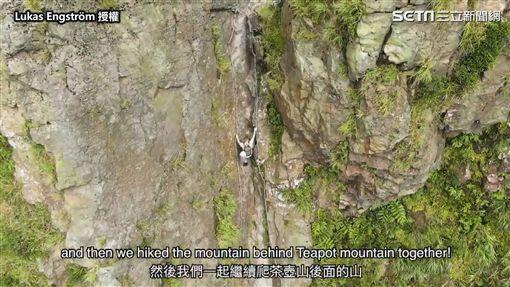 ▲Lukas和遊學生們爬上茶壺山。(圖/Lukas Engström  授權)