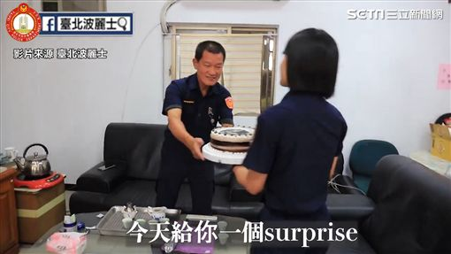 警察父女情深。
