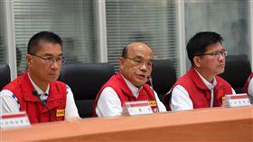 行政院長蘇貞昌9日上午坐鎮中央災害應變中心。(圖/行政院提供)