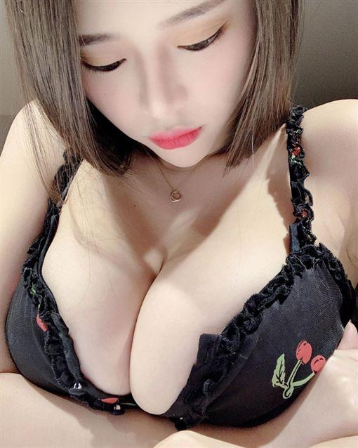 台北,網紅,正妹,情趣內衣,寫真集