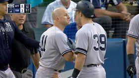 ▲洋基外野手賈納(Brett Gardner)在休息區抗議好球帶被趕出場。(圖/翻攝自MLB官網)