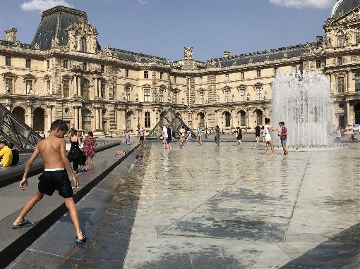 歐美研究:熱浪不只危及人體 也影響心理今年夏天,西歐遭逢兩度熱浪,許多城市創下新的高溫紀錄。酷暑影響人體眾所皆知,歐美研究員認為,炎熱與人的心理也有關,例如易怒和壓力。中央社記者曾依璇巴黎攝 108年8月10日