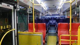 新北市,淡水,客運,公車,玻璃,碎裂