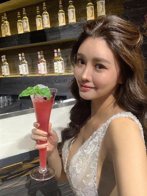 「性感人妻」賴琳恩和老公陳乃榮 IG