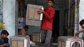印度,稻草冷氣,缺貨,製作,水冷氣,吸熱,降溫,濕度,成本,經濟 圖/翻攝自推特