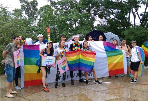 捷克,布拉格,同志大遊行,同性婚姻合法化,台灣,組團參加(圖/駐捷克代表處提供)中央社