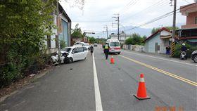 花蓮193縣道94.2公里處昨日發生一起死亡車禍,駕駛不明原因自撞路邊燈桿。