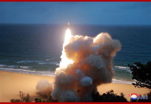 北韓,新型短程,彈道飛彈,足球場,夷為平地(圖/北韓中央通信社網頁kcna.kp)