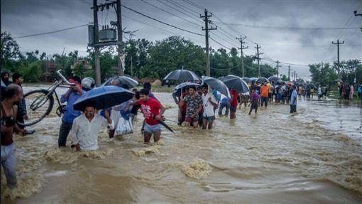 印度,雨季,水患,災害,避難(圖/維特)