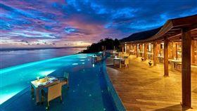 圖2(S)-Hideaway Maldives dining Sunset Pool Cafe (3).jpg
