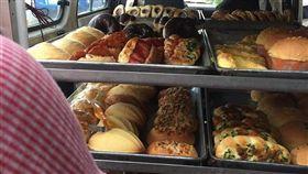 網友文章圖片,表示自己遇到麵包車。(圖/翻攝爆怨公社)
