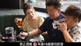 來賓海產跟愛語莎直呼這是喝得最過癮的一次。 專業bartender客製化調酒,來賓都直呼真是太享受了。 酒吧的燒肉屋提供不少高級食材,讓康哥和主持人驚呼連連。