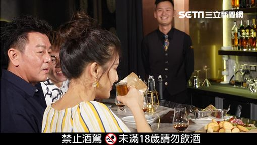 來賓海產跟愛語莎直呼這是喝得最過癮的一次。專業bartender客製化調酒,來賓都直呼真是太享受了。酒吧的燒肉屋提供不少高級食材,讓康哥和主持人驚呼連連。