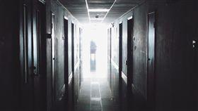 醫院,走廊,靈異(圖/Pixabay)