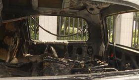 車爆炸她急逃救財物 夫困駕駛座遭焚(圖/翻攝自鳳凰網)
