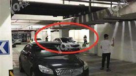 情侶停車場爭吵!少女遭割喉放血慘死 男步行24分鐘自首(圖/翻攝自微博)