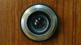 貓眼,喇叭鎖,門外,鬼月(翻攝自Pixabay)