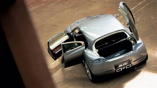 ▲2003的Jaguar D-R6概念車很可能是未來Jaguar小休旅的雛形。(圖/翻攝網站)