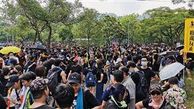 香港大埔遊行 數千人自發參與香港大埔10日再有「反送中」遊行,雖然警方此前已否決這場遊行申請,但仍有數千民眾自發參與。下午2時起,身著黑衣的示威者開始在原定起點大埔頭巴士站集結。中央社記者張謙香港攝 108年8月10日