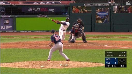 ▲山塔納(Carlos Santana)敲出再見全壘打。(圖/翻攝自MLB官網)