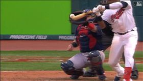 ▲拉米瑞茲(JoseRamirez)逃過擦棒被捕,下1球敲出3分砲。(圖/翻攝自MLB官網)