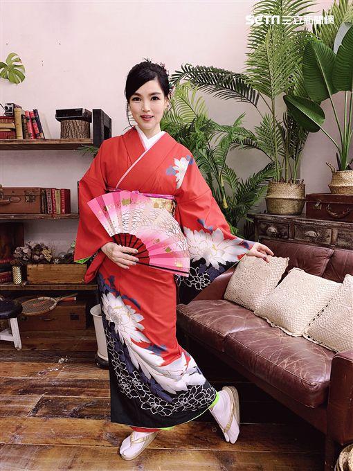 52歲美魔女談詩玲即將推出台語新專輯《大阪小雨》(圖/豪記唱片提供)