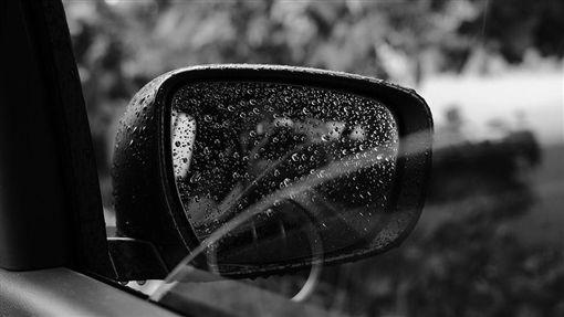 開車,下雨,雨天,車窗,後照鏡(圖/翻攝自PIXABAY)
