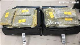 刑事局專案小組陸續在桃園機場攔獲涉嫌運毒的年輕人(翻攝畫面)