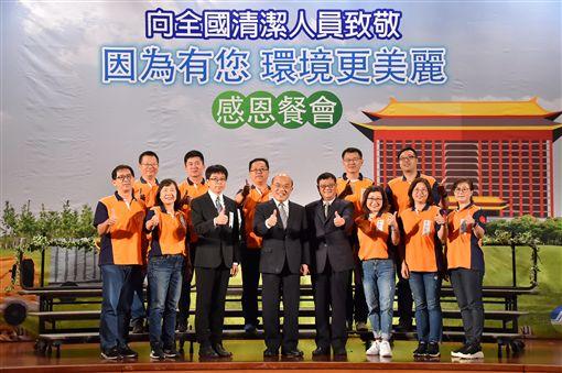 行政院長蘇貞昌13日出席在圓山飯店舉辦的「向全國清潔人員致敬 因為有您環境更美麗」感恩餐會。(圖/行政院提供)