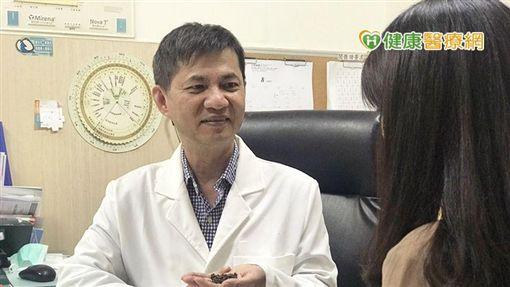 中山醫院副院長李世明醫師表示,茶酚可於肌膚形成天然保護膜,有抑制細菌以及抗菌的作用。