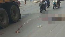 騎士慘遭卡車輾!心臟噴出體外「繼續跳動」…驚悚畫面曝光(圖/翻攝自泰國網)