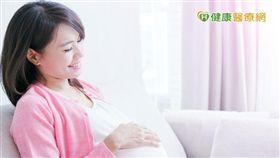 高齡懷孕不是夢,AMH指數低也別放棄!所謂AMH指數代表卵子庫存量,年齡愈大當然卵子庫存愈少,AMH指數也愈低,再加上卵子老化,這讓許多高齡者對懷孕一事感到幾近絕望。