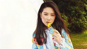 甄子丹二女兒Jasmine(甄濟如)登上柯夢波丹雜誌。(圖/翻攝自甄子丹微博)