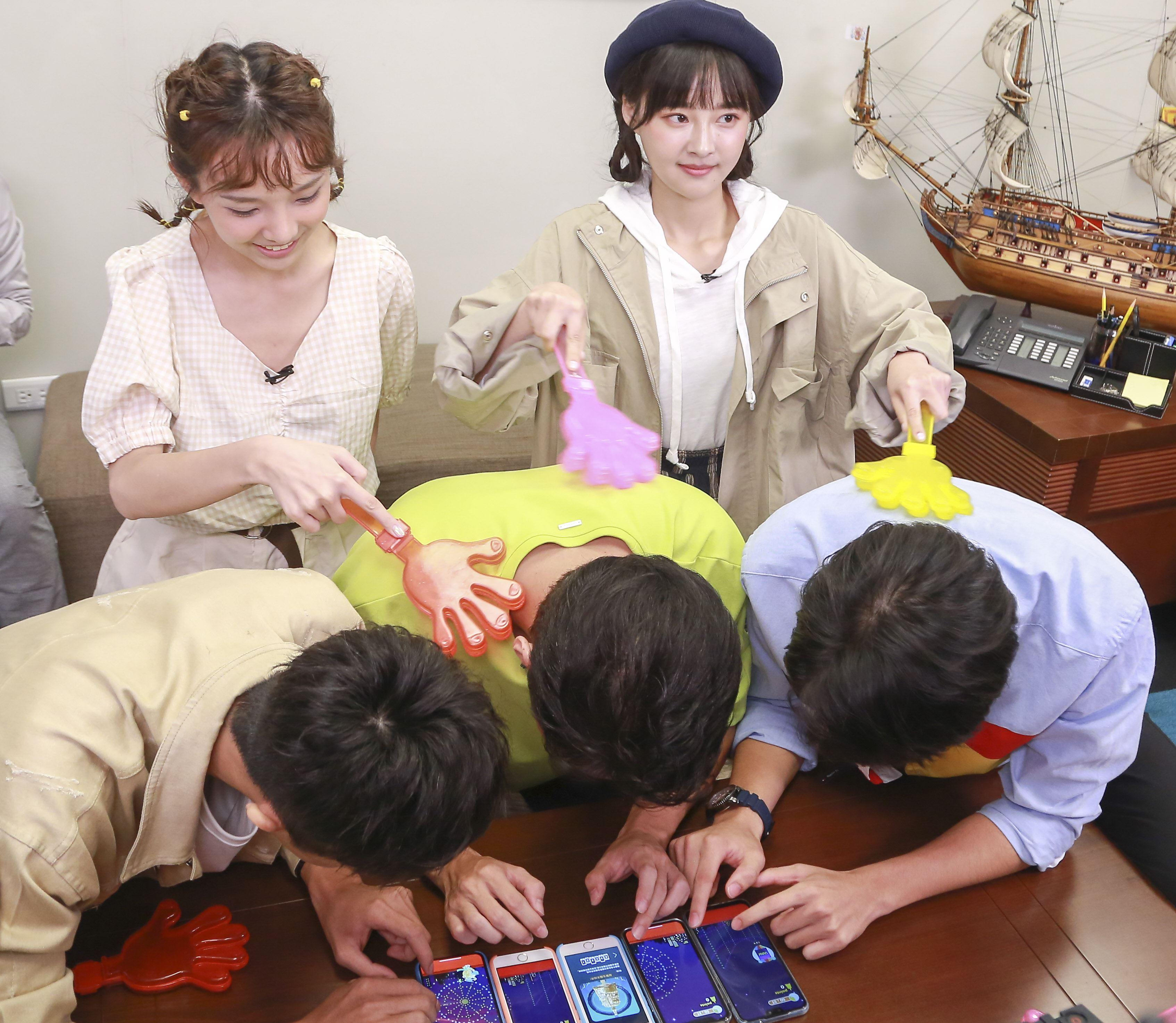 許少瑜、陳甯亞、顏邦智、林子珊、黃梓維《女孩要幹嘛第二季》宣傳安安大明星。(圖/記者林士傑攝影)