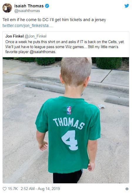 NBA/舊球衣仍在穿!矮湯暖回男童NBA,波士頓塞爾提克,Isaiah Thomas,華盛頓巫師翻攝自推特