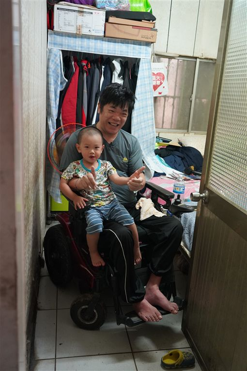 輪椅雞王陳全鴻(記者郭奕均攝影)