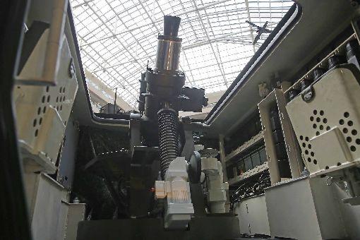 搭載81公厘半自動迫砲系統 M2樣車亮相由軍備局研製、搭載81公厘半自動迫砲系統(圖)「雲豹八輪甲車M2樣車」,14日首度在台北國防展亮相。中央社記者游凱翔攝 108年8月14日