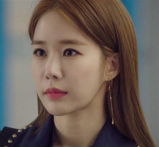 南韓女神級女星全智賢,朴敏英在「金秘書為何那樣」、劉仁娜在「觸及真心」