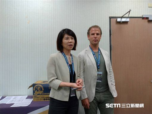 ▲Eleven Sports台灣區總經理康小玲(左)與董事總經理Danny Menken說明經營情況。(圖/記者蕭保祥攝影)