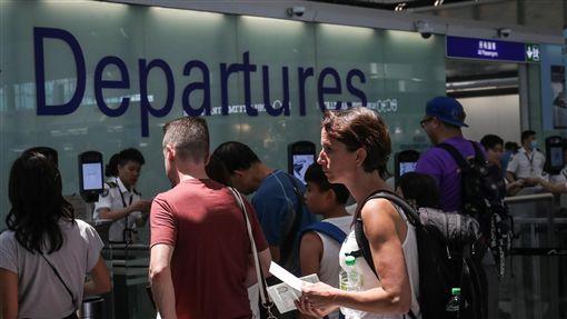 香港機場恢復運作香港「反送中」示威者連續兩天在機場集會並癱瘓其運作,不少旅客怨聲載道,14日機場恢復運作。中央社記者吳家昇攝 108年8月14日