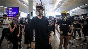 香港反送中集會 香港機場取消航班香港「反送中」抗爭延燒,有網民號召12日中午1時全民罷工,百萬人塞爆機場,香港機場取消12日下午4時後所有航班。中央社記者吳家昇攝 108年8月12日