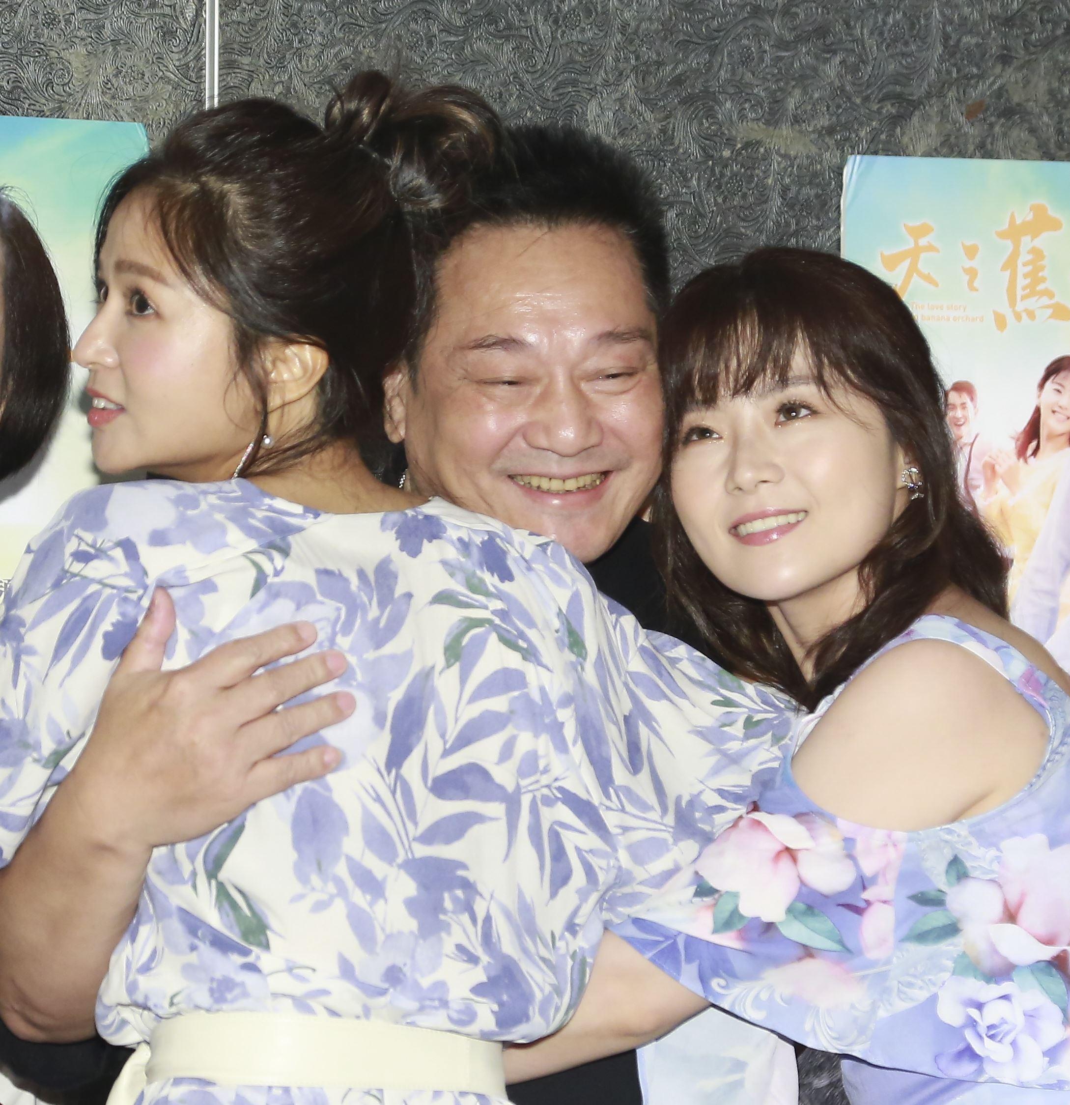 台灣好戲《天之蕉子》殺青酒,林義芳、吳怡霈、楊小黎。(圖/記者林士傑攝影)