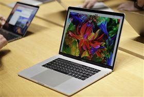 ▲蘋果宣布召回MacKook Pro15吋筆電。(圖/美聯社)