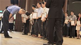 高雄市,韓國瑜,表揚,優秀校長,雙語教育(圖/中央社)