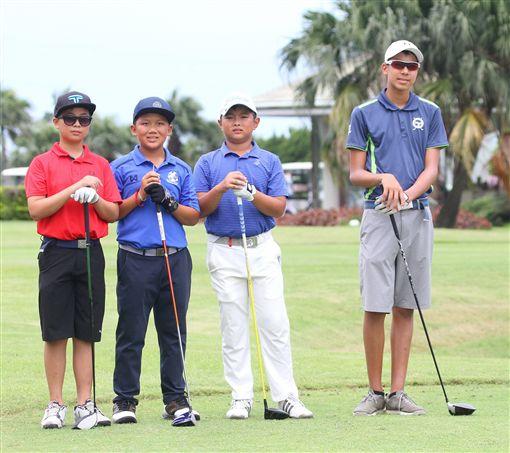 ▲台灣青少年高球公開賽C組台灣邱靖(右一)。(圖/台灣高爾夫推廣發展協會提供)